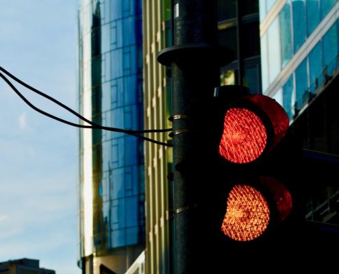 Ampel schaltet von rot auf gelb